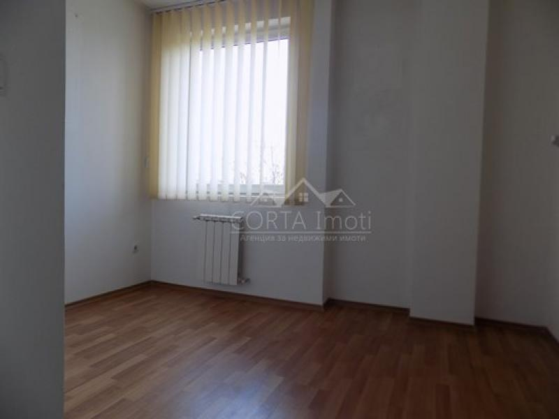 Продажба 3-стаен гр. София - Банишора 115m²