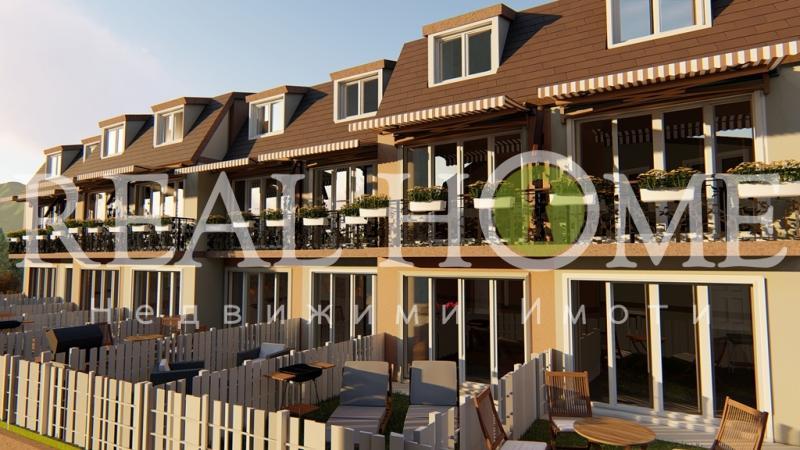 Нова Триетажна Къща с , двор и гараж!