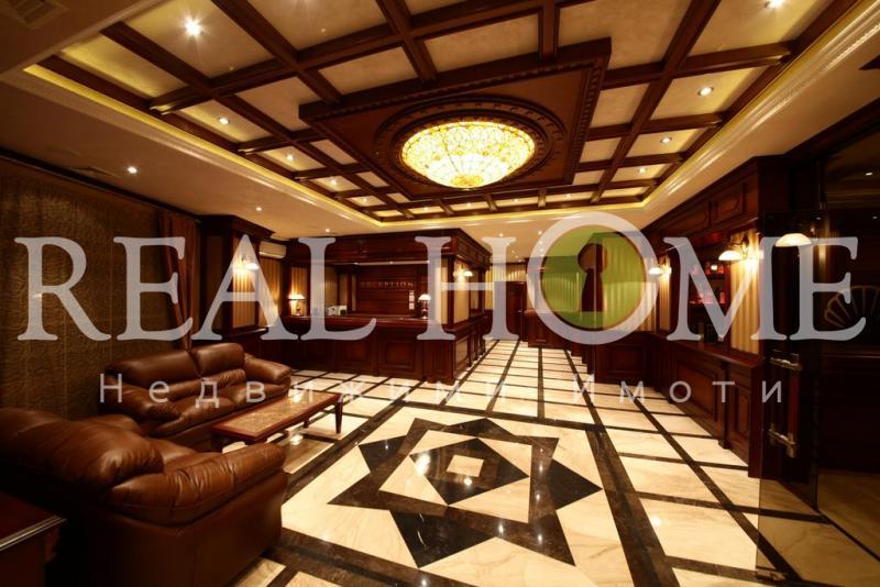 Златни пясъци, Луксозен Работещ хотел