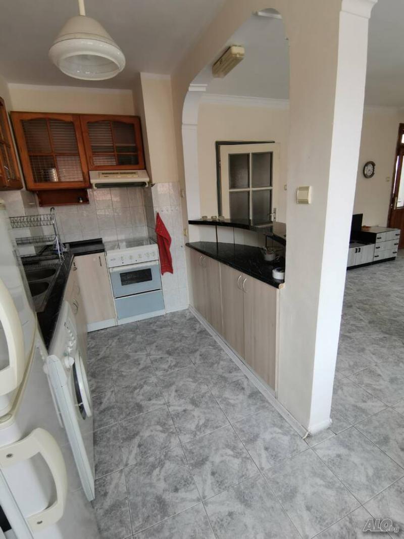 4-стаен, Бургас,<br />Лазур, 100 м², 500 лв<br /><label>отдава</label>