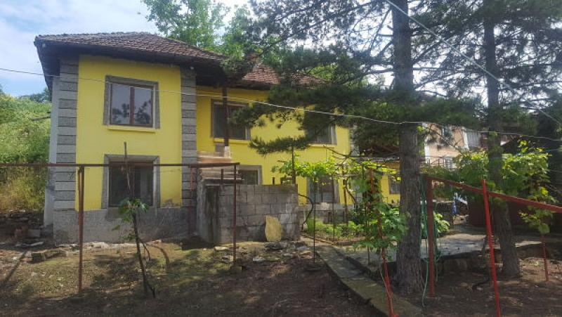 Sale House Dve mogili - Katzelovo 1370m²