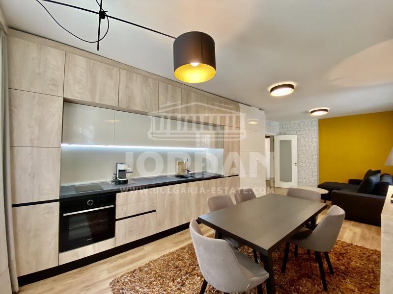 3-стаен, Варна,<br />ВИНС, 105 м², 600 €<br /><label>отдава</label>