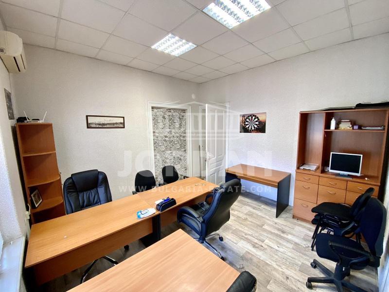 Самостоятелен Офис - Кабинет в гр. Варна - бул. Мария Луиза, Общината