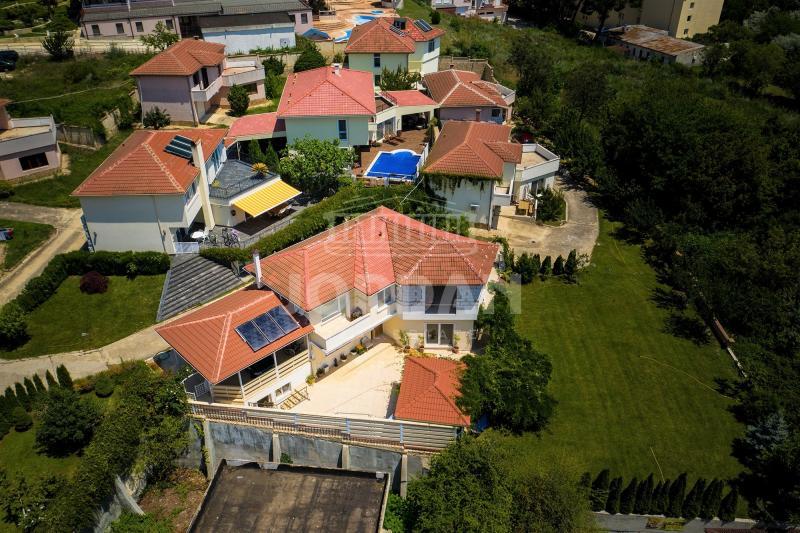 Check out this gorgeous house in Varna, Bulgaria - Къща гр. Варна - м-т Ален мак 200² + 2 ПМ