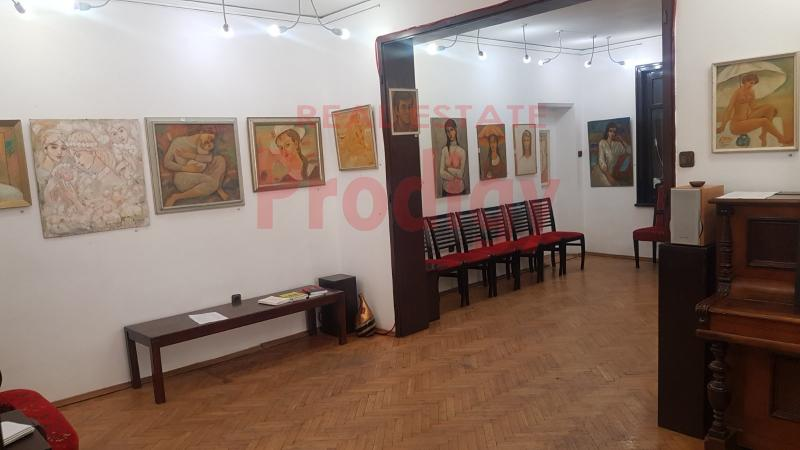 Продажба 3-стаен гр. София - Център 90m²