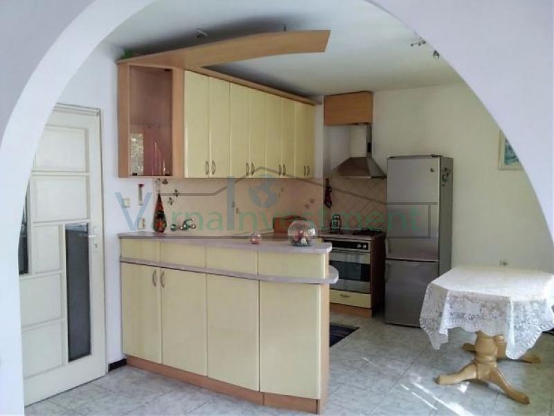 Продава РЕНОВИРАН тристаен апартамент Червен площад гр. Варна